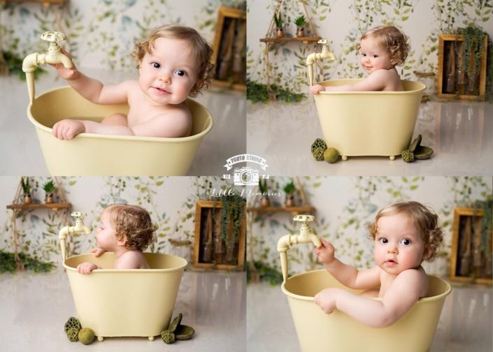niño rubio en bañera amarilla